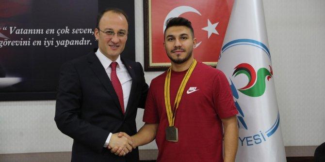 Başkan Örki, şampiyon karateciyi ağırladı