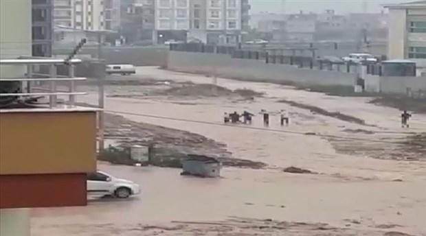 Adana'da sele kapılan 2 vatandaş bulundu