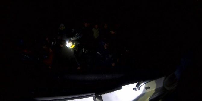 Çanakkale'de lastik botta 29'u çocuk, 46kaçak göçmen yakalandı