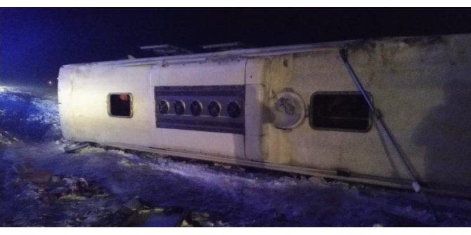 Kayseri'de yolcu otobüsü devrildi: 23 yaralı (1)