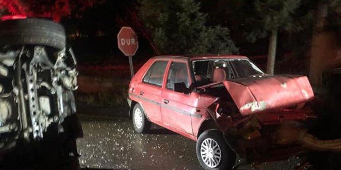 İki otomobil çarpıştı: 3 ağır yaralı