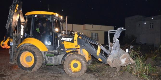 Büyükşehir ekipleri, Tarsus'a bağlı mahallelerde de su tahliyesi yaptı