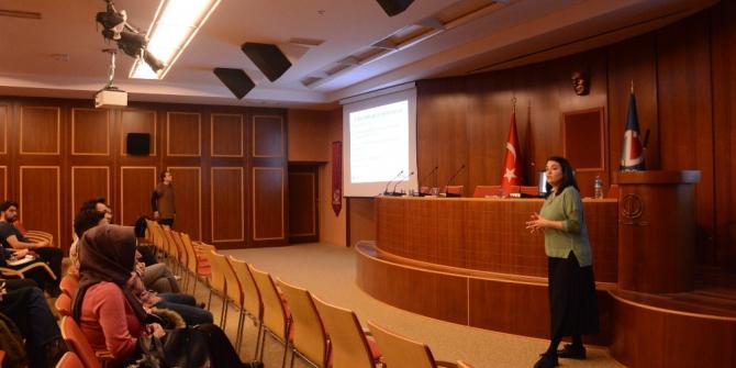 """Anadolu Üniversitesi'nde öğrencilere """"Fulbright Burs Programı"""" anlatıldı"""