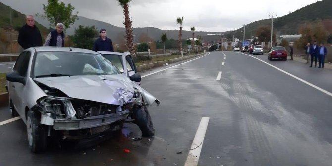 Otomobil palmiye ağacına çarptı Nevi bebek öldü, ailesi yaralandı