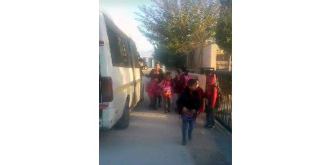 17 kişilik kapasitede 34 öğrenci taşıyan okul servisi trafikten men edildi