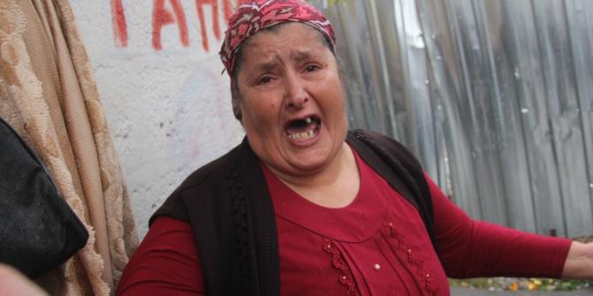 Yağmurda evsiz kalan kadın gözyaşlarına boğuldu