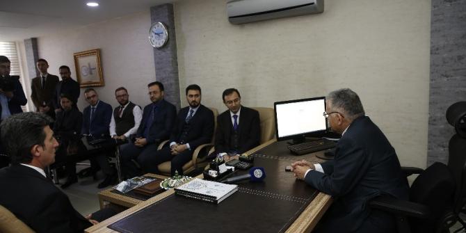 Başkan Büyükkılıç, belediye içindeki bazı birimleri ziyaret etti.