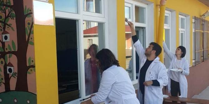 Okul idareciler ve öğretmenler tarafından boyandı