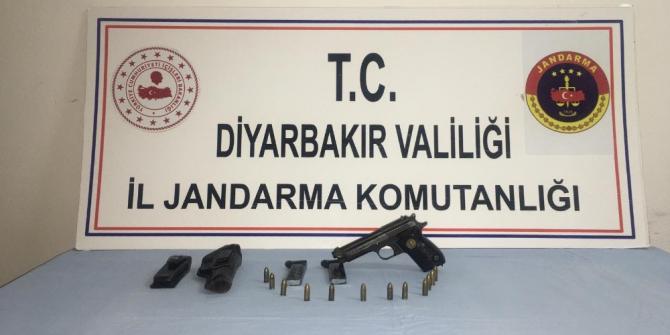 Diyarbakır'da 20 yıl hapis cezası bulunan cezaevi firarisi yakalandı