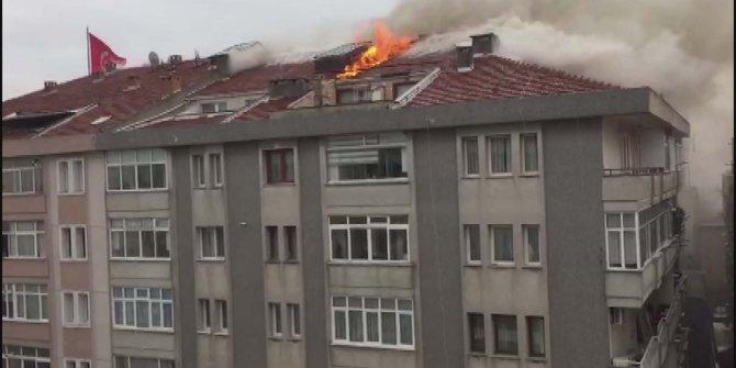 Bahçelievler'de binanın çatısı alev alev yandı