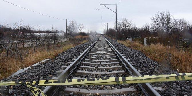 Raylarda ölü bulunan kadının üzerinden 10 yük treni geçmiş