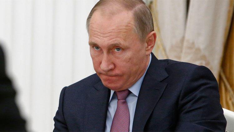 Rusya Devlet Başkanı Vladimir Putin 5 generali görevden aldı