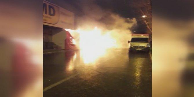 Sultangazi'de mobilyacılar sitesinde bir iş yeri alev alev yandı