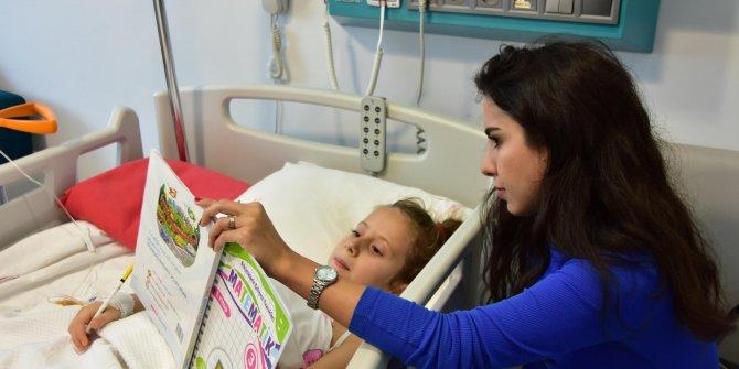 Ayağı kesilen Aylin'e hastane odasında ders