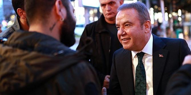 Başkan Böcek Atatürk Caddesi esnafını ziyaret etti