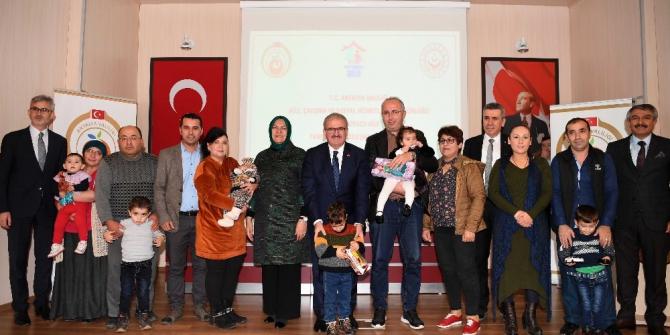 'Koruyucu Aile' projesi Antalya'da 182 çocuğu aileyle buluşturdu