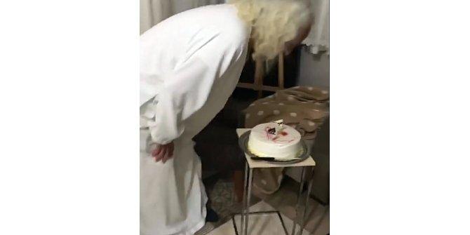 Hasan Mezarcı, Noel'i doğum günü olarak kutladı
