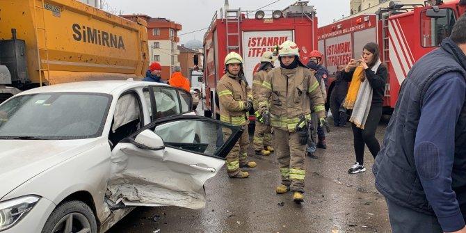 Pendik'teki kazada sıkışan sürücüyü itafiye kurtardı