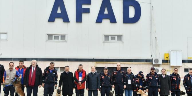 AFAD'ın gücüne güç katacak 5 köpekli arama timine sertifika