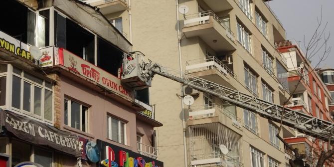 Başkent'te kafede çıkan yangın korkuttu