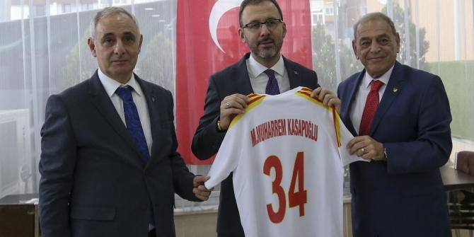 Bakan Kasapoğlu, Taksim Spor Kulübü'nü ziyaret etti