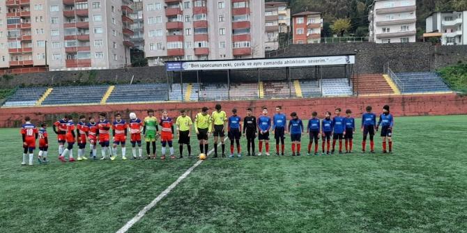 İmam Hatip Ortaokulu Bahçeşehir Kolejini 4-3 ile eledi