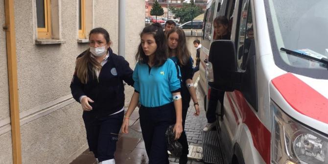 Barut kokusu çocukları etkiledi... Çok sayıda öğrenci hastaneye kaldırıldı