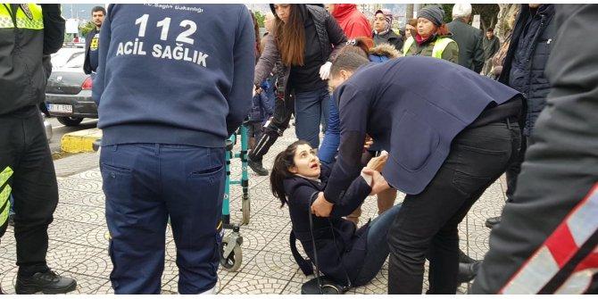 Genç kadını çelme takarak, yere düşürdü
