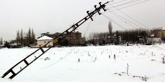 Karın etkisi altındaki Göksun'da 24 saati aşkın süredir elektrikler kesik (2)