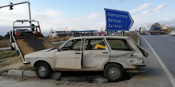 Manisa'da tır ile otomobil çarpıştı: 1 ölü, 1 yaralı