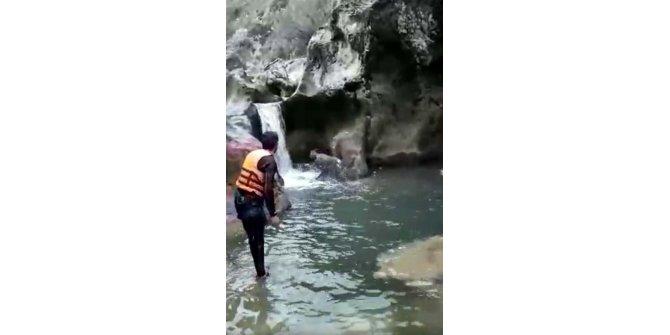 Kanyonda karacayı kurtaran itfaiyeci: 1,5 saatte kurtardık