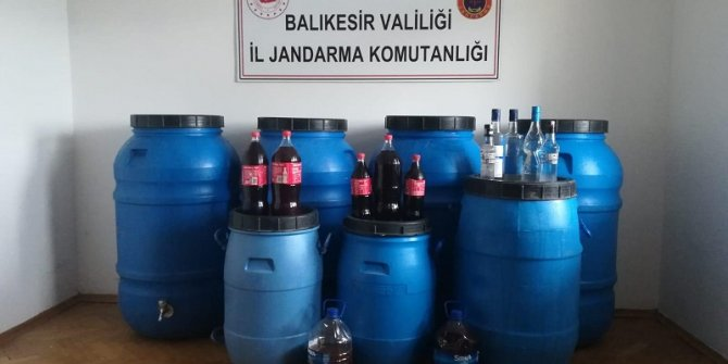 Ayvalık'ta 2 bin 400 litre 'sahte içki' ele geçirildi