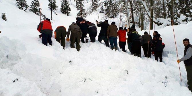 Çığ altında kalan işçiyi 2 metrelik karda kurtarma seferberliği (3)