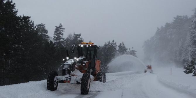 Domaniç'te kar 1 metre 30 santimetreye ulaştı