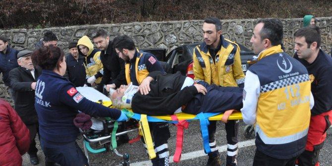 Hastane dönüşü kaza: 4 yaralı