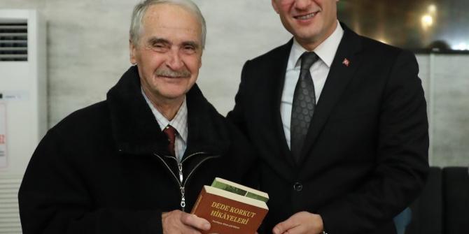 Pamukkale Belediyesi Kitap Kafe'nin en çok kitap okuyanlarına kitap hediye etti
