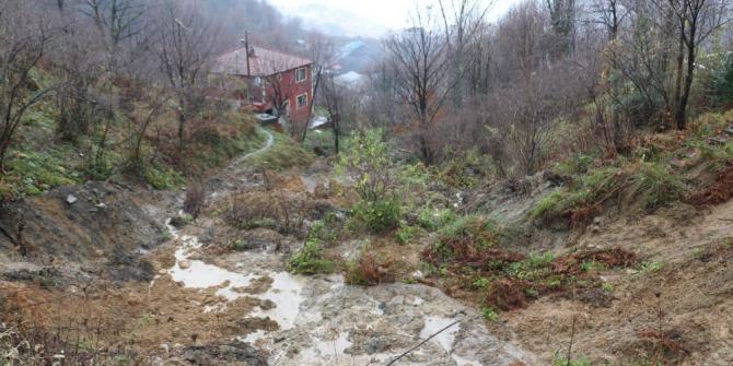 3 evin boşaltıldığı heyelanın ardından hasar tespit çalışmaları başlatıldı