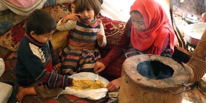 İdlib'de savaş mağdurlarına her gün sıcak yemek dağıtılıyor