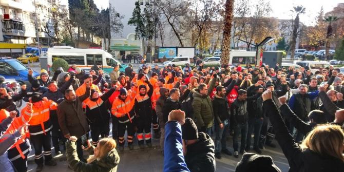 Karşıyaka Belediyesinde işçiler maaşları için eylemde