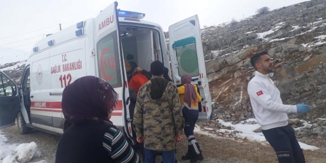 Evinde mahsur kalan felçli kadını karla mücadele ekipleri kurtardı