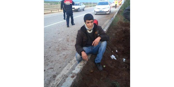 Lastiği patlayınca devrilen midibüsteki 30 işçi yaralandı