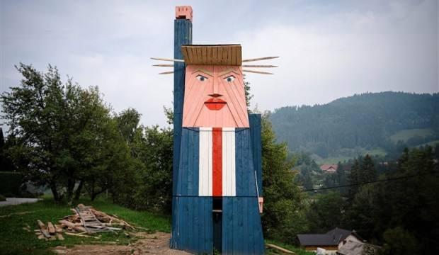 ABD Başkanı Donald Trump'ın heykelini ateşe verdiler