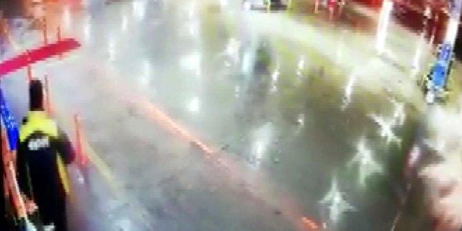 TIR'ın akaryakıt istasyonu çalışanına çarpma anı güvenlik kamerasında