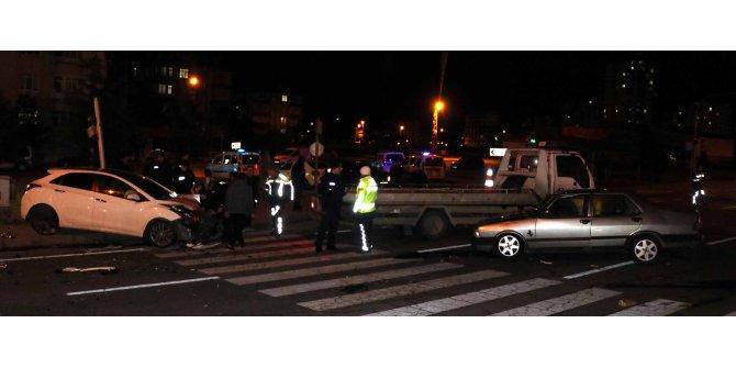 Kayseri'de iki otomobil çarpıştı: 7 yaralı