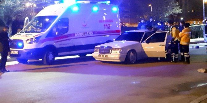 Seyir halindeki otomobilin sürücüsü silahlı saldırıda öldü