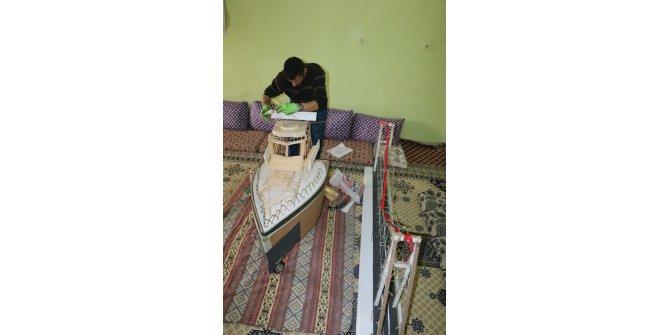 Kızı için bu kez kırık elbise dolabından tekne yaptı