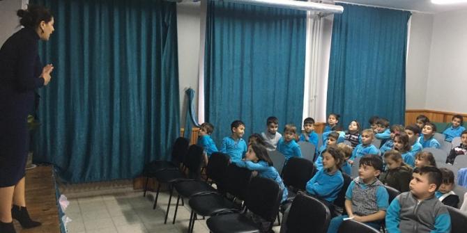 Kartepe'de öğrencilere geri dönüşümün önemi anlatılıyor