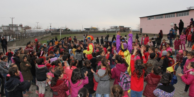 Köy okullarındaki çocukları unutmadılar
