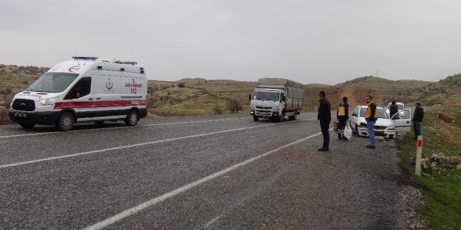 Lastiği patlayan araç kazaya neden oldu, sürücünün burnu bile kanamadı