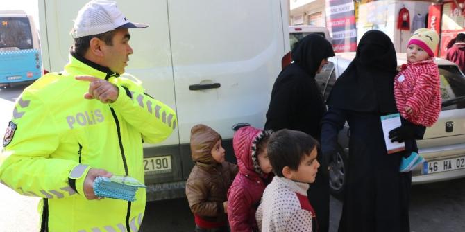 Polisten Suriyelilere trafik eğitimi